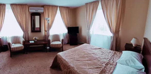 Отдых вцентре Тихвина сзавтраком или без вгостинице «Свирь»