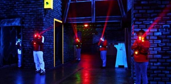 Игра влазертаг впарке развлечений «Виртуалити»