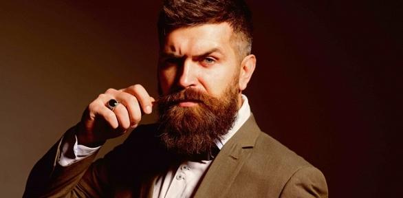 Мужская идетская стрижка, моделирование бороды вбарбершопе «Черная кость»