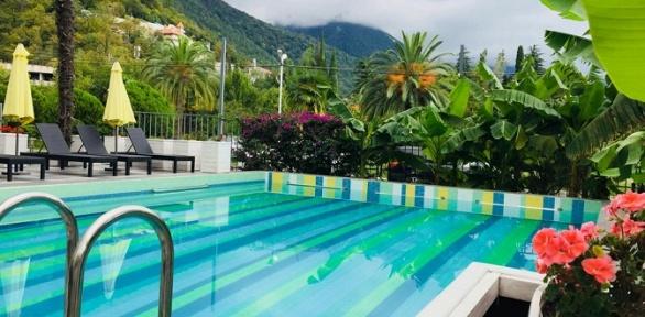 Отдых спосещением открытого бассейна вSunrise Garden Hotel