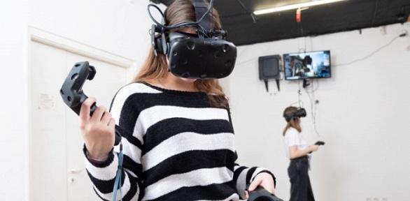 Игра вVR-шлеме вклубе «Первое виртуальное место»