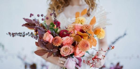 Букет изорхидей либо премиальных или кустовых роз