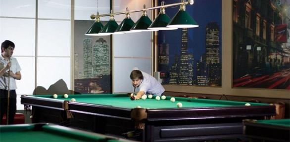 Игра врусский бильярд либо американский пул вконгресс-отеле «Амакс»