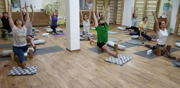 Занятия йогой встудии йоги Mind Body