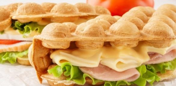 Гонконгская вафля исэндвич извафли откафе «Вафельница» заполцены