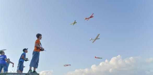 4или 8занятий поконструированию самолетов вавиастудии «Взлёт»