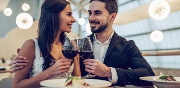 Романтический ужин попрограмме «Легкий» или «Сытный» вресторане «Волга»
