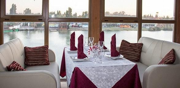 Ужин вкаминном зале вресторане «Клуб»