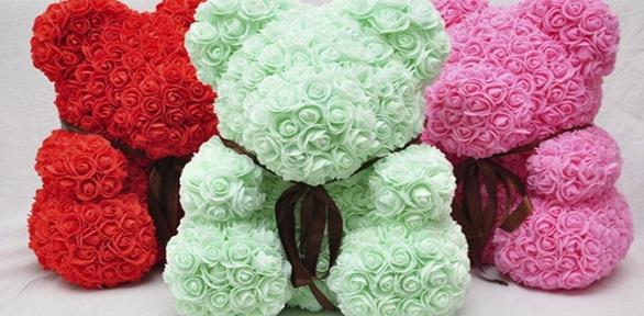 Мишка изфоамирановых 3D-роз соткрыткой ивподарочной упаковке