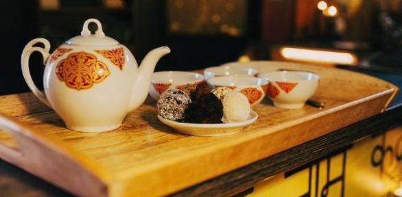 Чайная церемония со сладостями для 2, 4 или 6 человек в кафе «Чайная юрта»