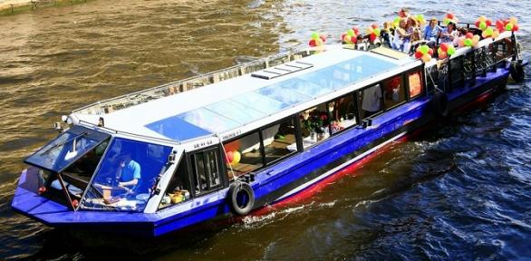 Прогулка натеплоходах «Венеция» и«Столица1» откомпании Boat-Tour