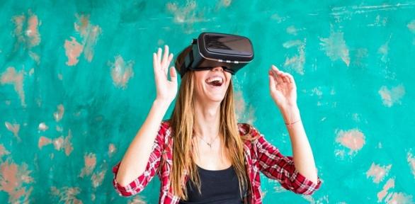 Погружение ввиртуальную реальность вклубе Revolvr63
