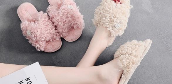 Тапочки, домашняя одежда, маски для сна, носки