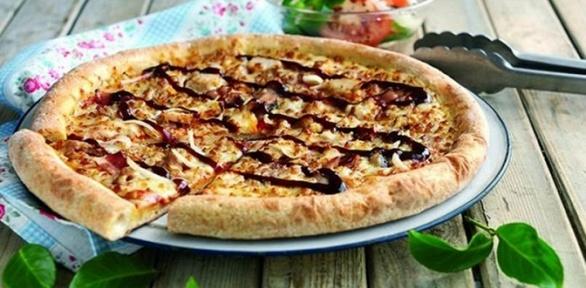 Пицца отслужбы доставки пиццерии «Папа Джонс» заполцены