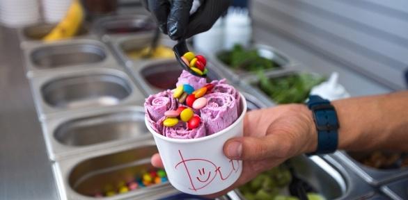 Тайское мороженое навыбор или кофе вкафе-мороженом «Пломбир»