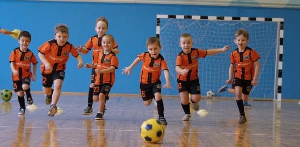 Занятия футболом для детей вфутбольной школе Galaxy