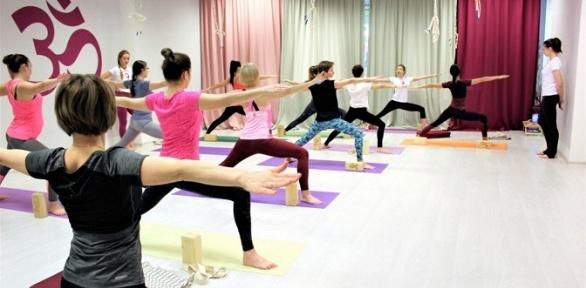 Занятия йогой встудии Yoga Time сЛарисой Рябковой