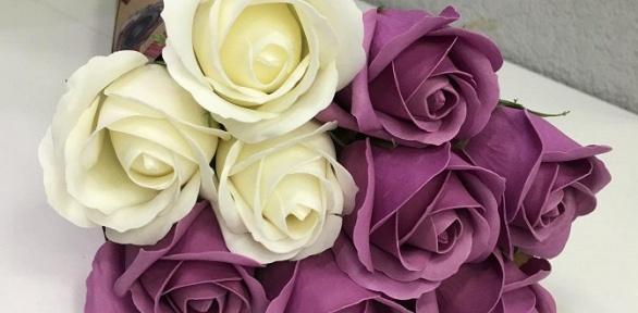 Букет роз измыла, набор кистей, шкатулка или коллекционная кукла