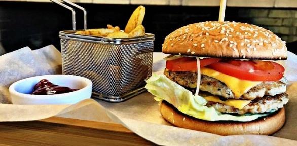 Фастфуд снапитком откафе «Можно Burger»