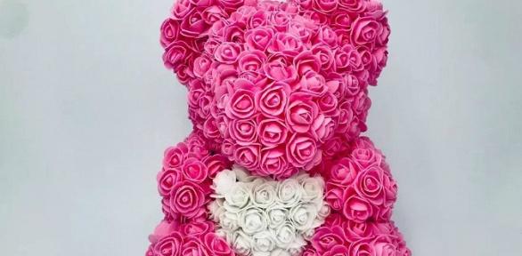 Мишка изфоамирановых 3D-роз сподарочным пакетом