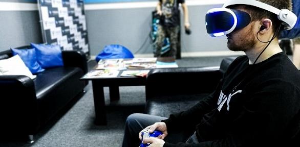Игра вVR-шлеме вклубе виртуальной реальности Vision