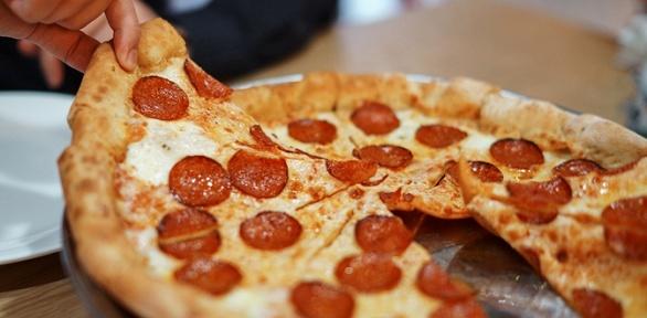 Ассортимент пиццы размераL отсети пиццерий «Ямм...Pizza» заполцены