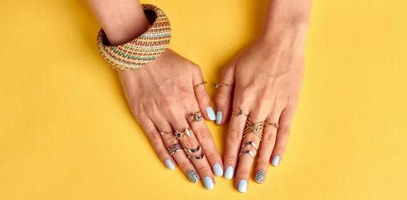 Маникюр ипедикюр, укрепление ногтевой пластины встудии красоты «Ирис»