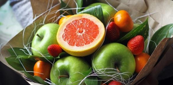 Букет изцветов, фруктов, игрушек или мужской букет
