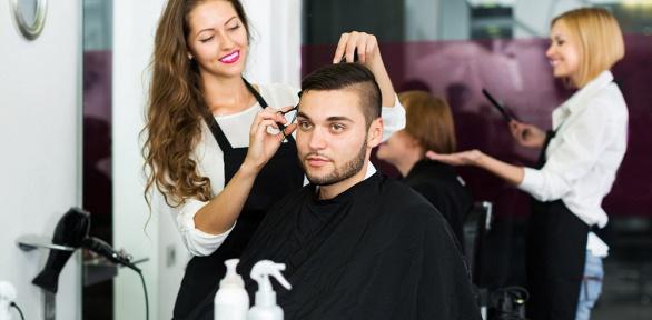 Мужская стрижка, мытье волос иукладка феном всалоне красоты Art-Style