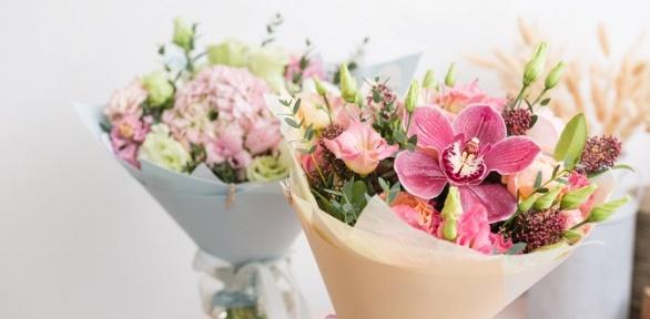 Букет изроз, тюльпанов, ирисов, хризантем