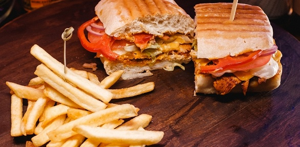 Пивная вечеринка ссэндвичами вкафе Sandwich House Dorf