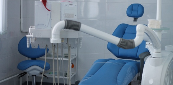УЗ-чистка зубов вклинике «Семейная стоматология»