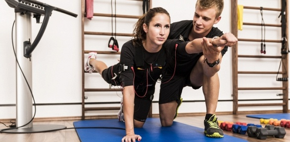 До12фитнес-тренировок наEMS-тренажере встудии Fitlit