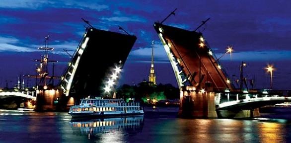 Дневная или ночная прогулка натеплоходе откомпании «Петербургские каналы»