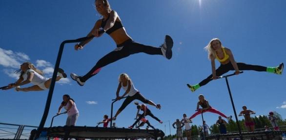 До8аэробных тренировок намини-батутах всети клубов Jumping Fitness