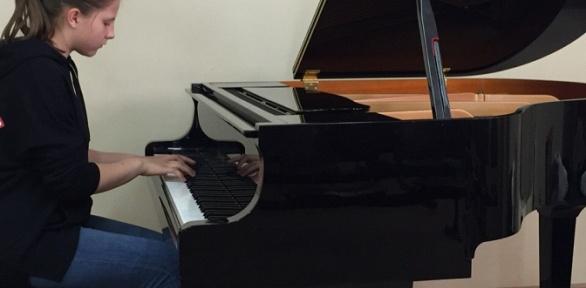 Уроки игры нафортепиано отмузыкальной студии Ларисы Левицкой