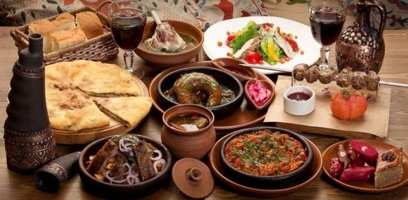 Блюда инапитки вгрузинском кафе «Алазани» заполцены