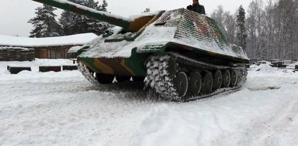Поездка натанке ПТ-САУ Jagdpanther сэкскурсией отклуба «Резерв»