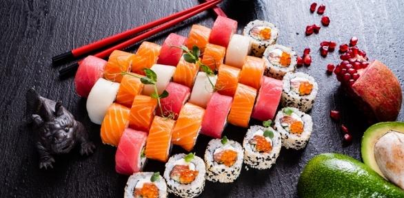 Сет изроллов отслужбы доставки Sushi Brand