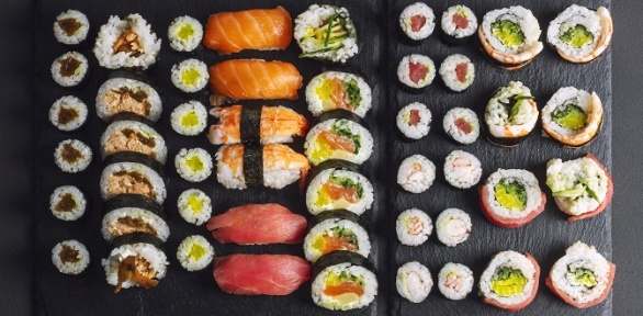 Доставка японского сета, роллов, пиццы отслужбы доставки «Вкуснотека»