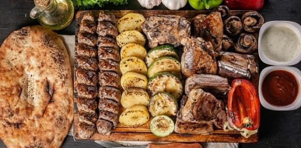 Шашлык икартофель нагриле откомпании Kebab &Grill House заполцены