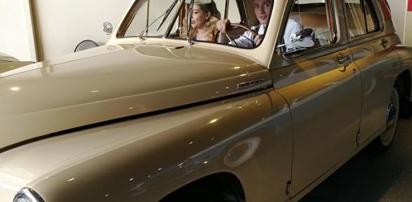 Посещение музея ретроавтомобилей «Ретро54» заполцены