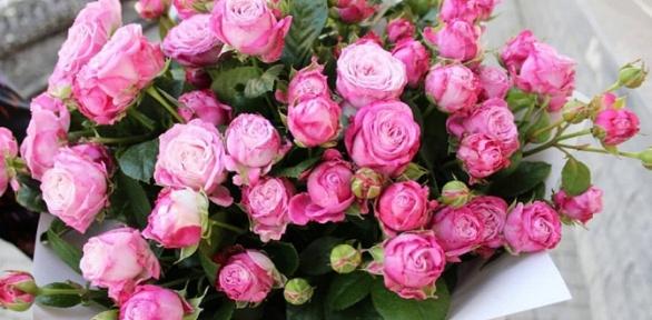 Букет изроз или цветочная композиция