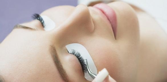 Наращивание ресниц, макияж встудии Lashes Room