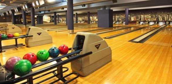 Игра вбоулинг вспортивном комплексе Bowling Show
