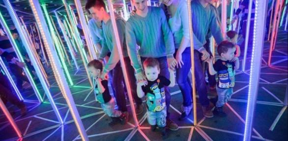 Посещение зеркального иленточного лабиринта впарке «Виртуалити»
