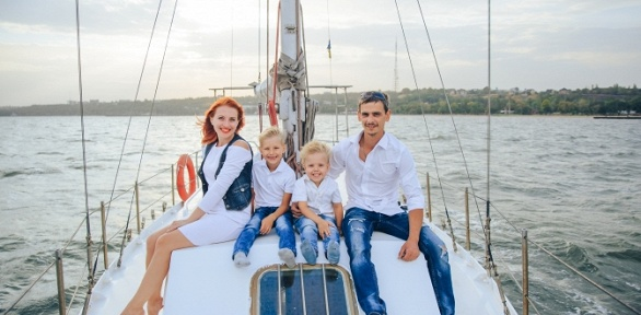Прогулка напарусной яхте откомпании «Центр парусного спорта»