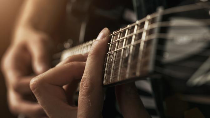 Скидка до 59%. 4, 8или 12индивидуальных либо групповых занятий поигре нагитаре вдоме музыканта Максима Ульянова