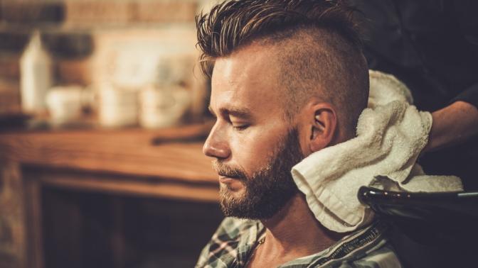 Скидка до 50%. Мужская или детская стрижка сукладкой либо моделирование бороды вбарбершопе «Черная кость»