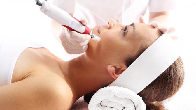 Скидка до 80%. Инъекции ботокса, мезотерапия или увеличение имоделирование губ, заполнение кисетных или межбровных морщин иморщин лба, коррекция носогубных складок, моделирование скул или подбородка вцентре косметической красоты имедицины «Лотос»